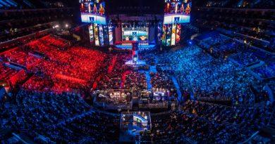 stadion pełen ludzi w trakcie rozgrywek e-sportowych
