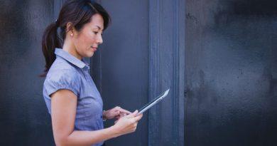businesswoman z tabletem