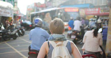 kobieta podrozująca w kraju azjatyckim