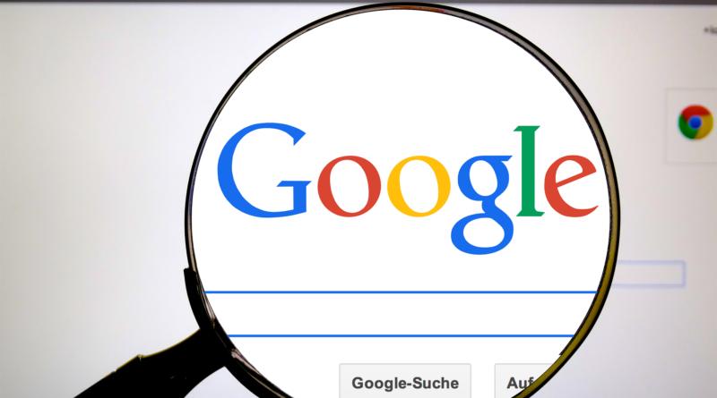 logo google powiekszone wirtualną lupą