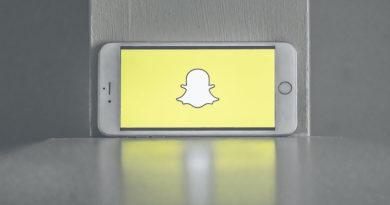 telefon z ekranem powitalnym snapchat